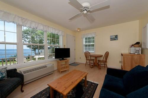 Glenmoor By The Sea - Lincolnville, ME 04849