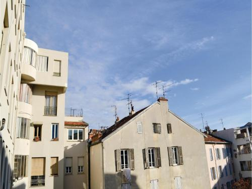One-Bedroom Apartment in Nice photo 11