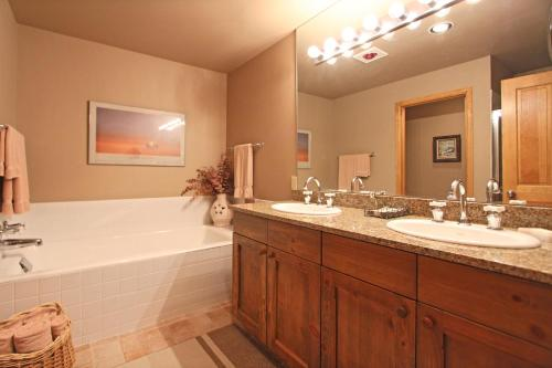 One Breckenridge Place Townhomes By Great Western Lodging - Breckenridge, CO 80424