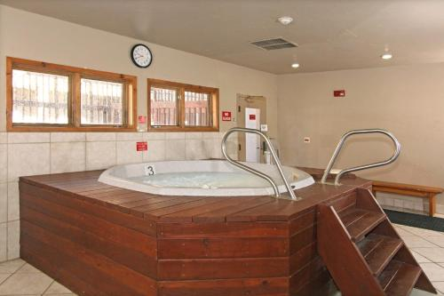 Riverbend Lodge By Great Western Lodging - Breckenridge, CO 80424
