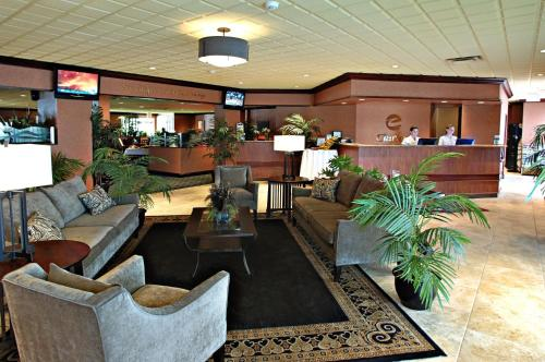 Clarion Inn & Suites Fairgrounds- Syracuse Photo