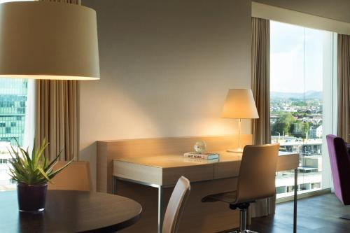 Renaissance Zurich Tower Hotel photo 24