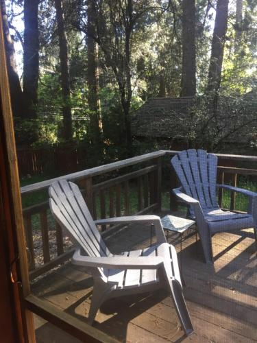 Beautiful house in the trees close to town - Penn Valley, CA 95959