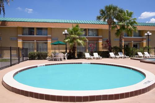 Baymont Inn and Suites Florida Mall photo 19