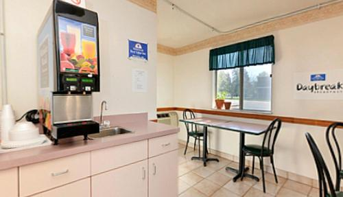 Americas Best Value Inn Warrenton Photo