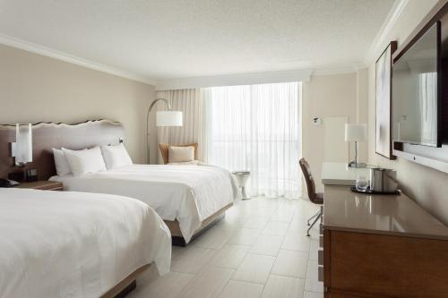 Fort Lauderdale Marriott Harbor Beach Resort & Spa Photo