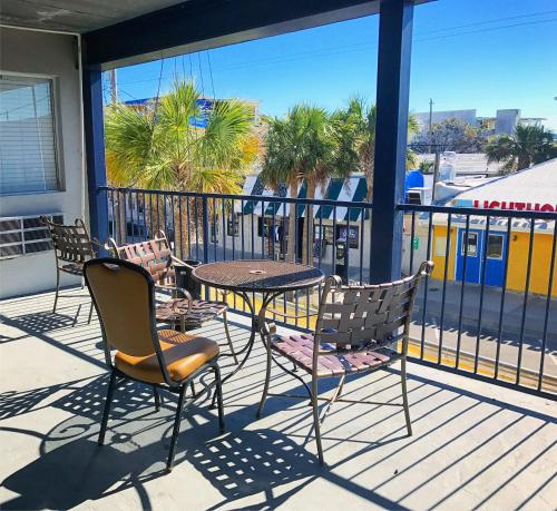 Sea And Breeze Hotel And Condo - Tybee Island, GA 31328