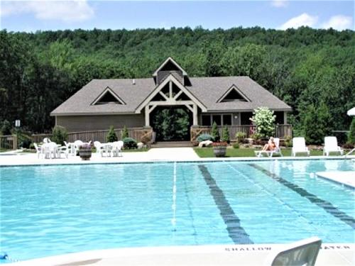 Poconos Town-home By Camelback★Wi-Fi★Netflix★Cable Photo