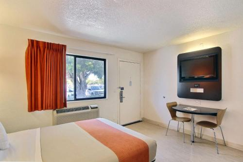 Motel 6 Santa Barbara - Goleta Photo