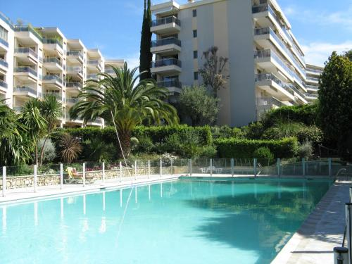 - Hotel Karolina Properties - Floriana Appartement - Hotel Cannes, France