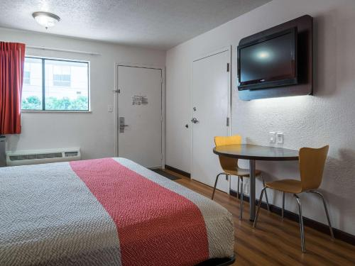 Motel 6 Columbus OSU Photo