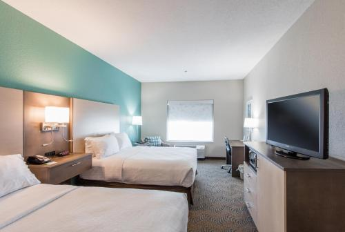 Holiday Inn Hotel & Suites Lake City Photo