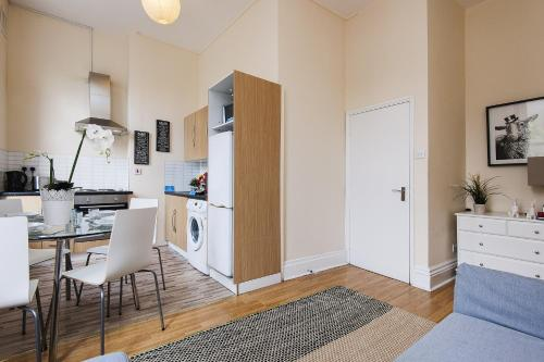 The Earls Court Townhouse photo 25