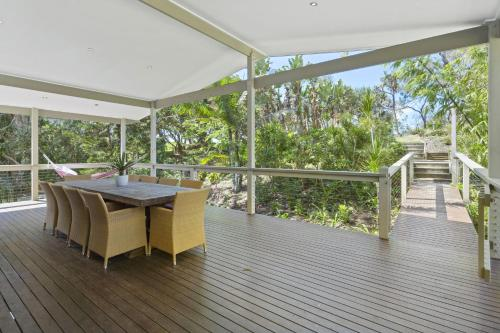 The Beach House - Absolute Beach Frontage and Hammock, Caloundra