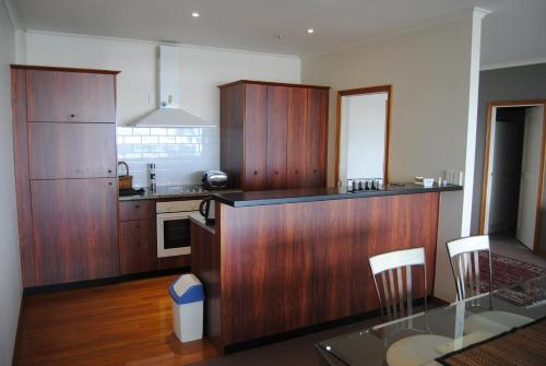 Princes Wharf Stunning Two Bedroom with Waterfront views, Auckland