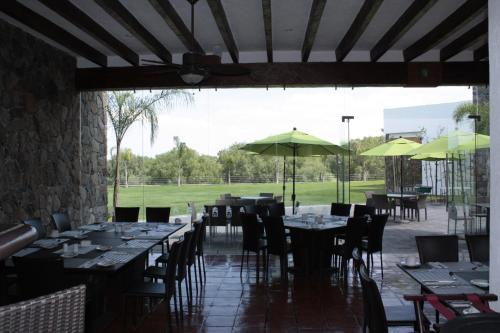 Hotel Villa Mexicana Golf & Equestrian Resort Photo