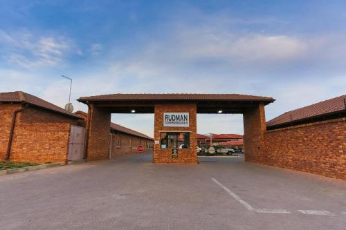 Rudman Townhouses East Rand Near Or Tambo Airport Hotel And Room Photos