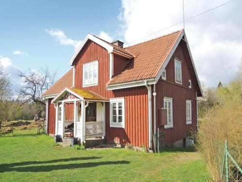 Three-Bedroom Holiday home with a Fireplace in Älmhult, Apelhult