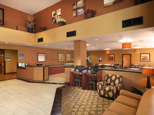 Crystal Inn Hotel & Suites - Salt Lake City/West Valley City Photo