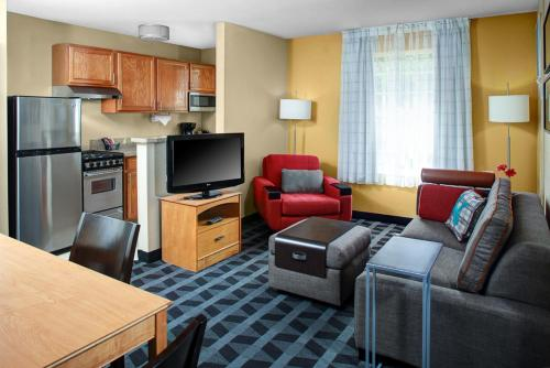 Towneplace Suites By Marriott Fresno - Fresno, CA 93720