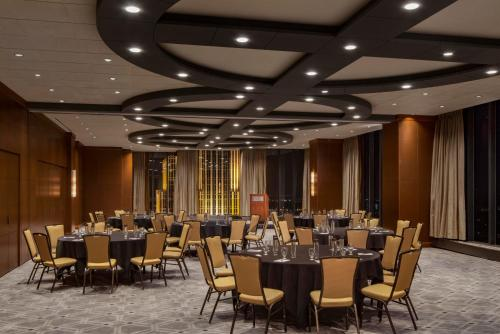The Marquette Hotel, Curio Collection by Hilton Photo