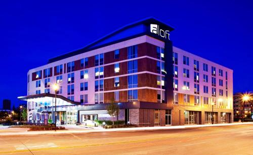 aloft Hotel Milwaukee Downtown Photo