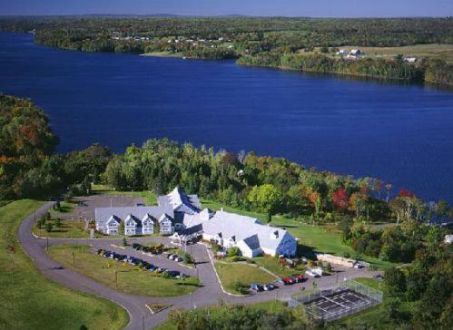 Riverside Resort and Conference Centre Photo