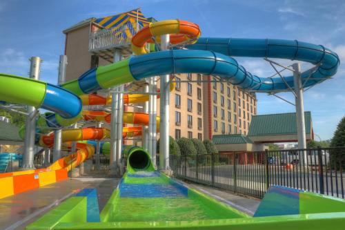 Country Cascades Waterpark Resort Photo