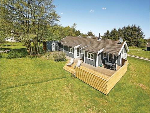 Three-Bedroom Holiday home with a Fireplace in Aakirkeby, Vester Sømarken