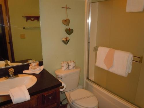 Two-Bedroom Deluxe Unit #52 by Escape For All Seasons - Big Bear Lake, CA 92315