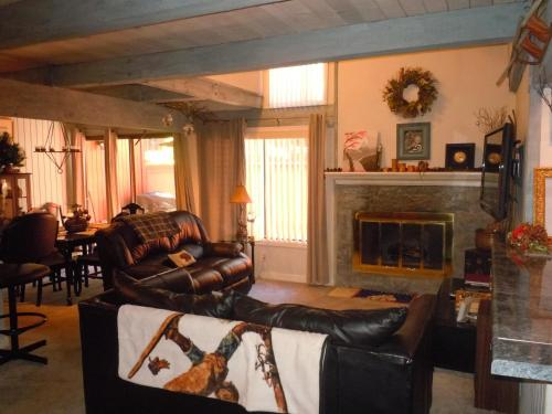 Two-Bedroom Deluxe Unit #24 by Escape For All Seasons - Big Bear Lake, CA 92315