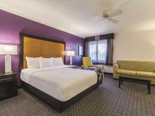 La Quinta Inn & Suites Cleveland – Airport North Photo