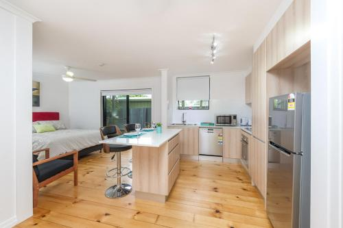 Popular Studio Space - Modern and Renovated