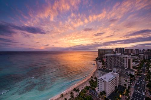 Hyatt Regency Waikiki Beach Resort & Spa Photo