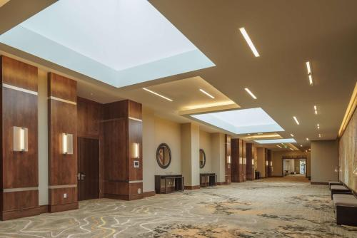 Hyatt Regency Aurora-Conference Center Photo