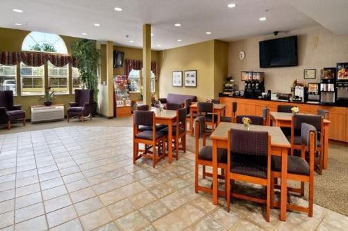 Stay Beyond Inn & Suites Photo