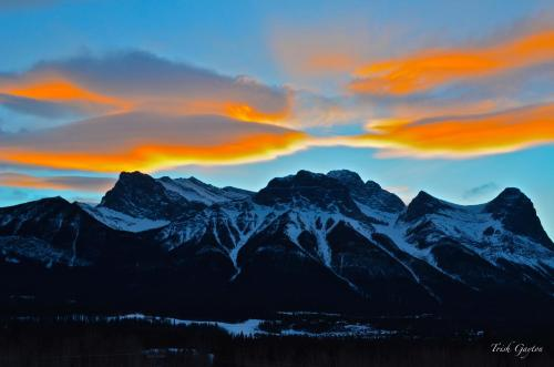 Sunset Resorts Canmore and Spa Photo