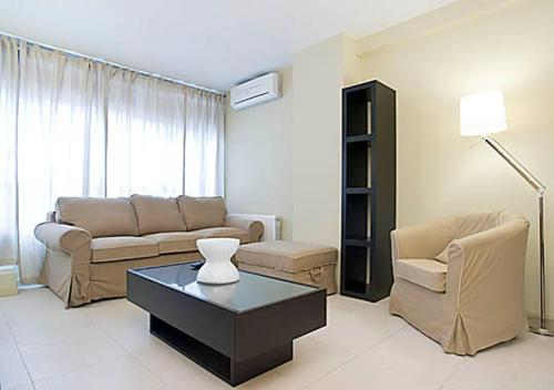 Rent4Days Sants Apartments