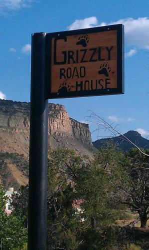 Grizzly Roadhouse Bed and Breakfast