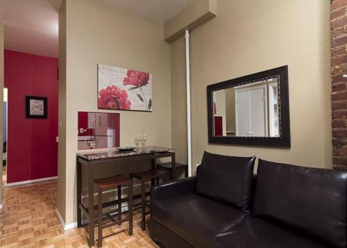 Chic 2 Bedrooms near Times Square photo 25