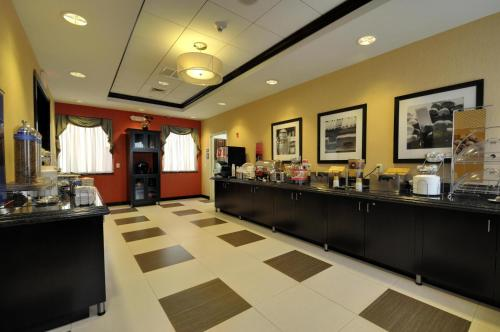 Hampton Inn Jericho - Westbury Photo