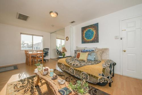 Charming Studio in Downtown San Diego - San Diego, CA 92101