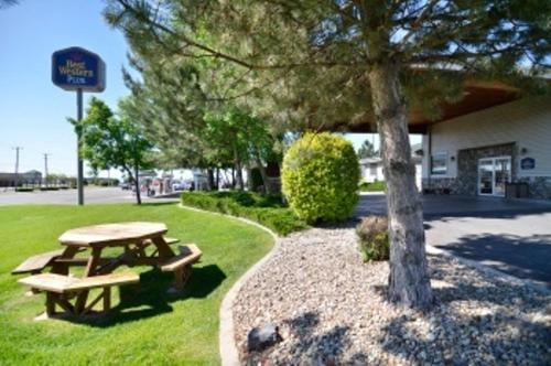 Best Western Sawtooth Inn and Suites Photo