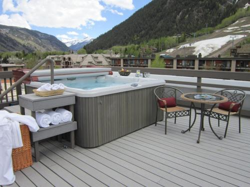 Independence Square Lodge by Frias - Aspen, CO 81611