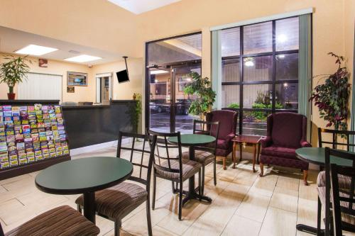 Howard Johnson Inn - Panama City - Panama City, FL 32405