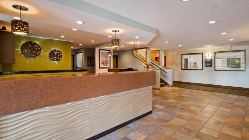 Best Western Plus Holland Inn & Suites Photo
