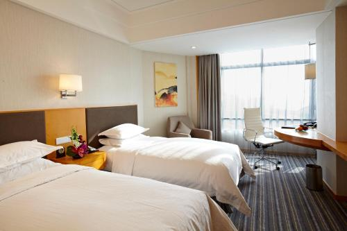Ramada Plaza Shanghai Pudong Airport photo 19