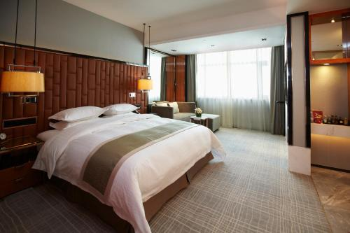 Ramada Plaza Shanghai Pudong Airport photo 25