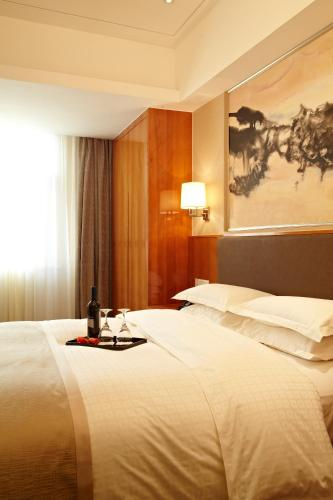 Ramada Plaza Shanghai Pudong Airport photo 29