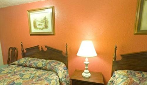 Americas Best Value Inn - Lansing Photo